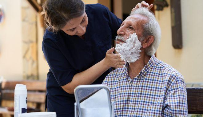 Sprijin profesionist, acasă, pentru bătrânii singuri. Cursuri gratuite de îngrijitori - fondsprijinpentrubatrani2-1634145758.jpg