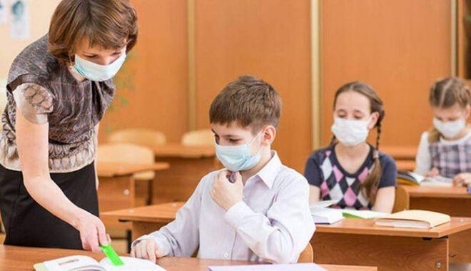 Părinții și profesorii se simt luați în bășcălie de Ministerul Educației, care se contrazice în propriile decizii - fondtestarescoala-1633534521.jpg