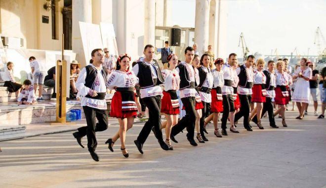 Week-end cu dans, muzică şi mişcare în aer liber, în centrul Constanţei - fondweekendconstanta1-1626459652.jpg
