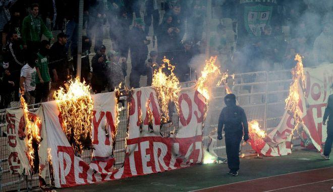 Foto: Derby-ul Greciei, întrerupt în minutul 69