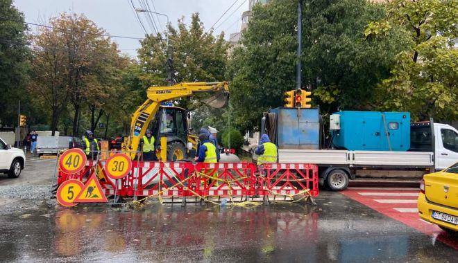 Echipele RAJA lucrează la înlocuirea conductei de la intersecția străzilor Mircea cel Bătrân cu Nicolae Iorga - foto3-1634115911.jpg