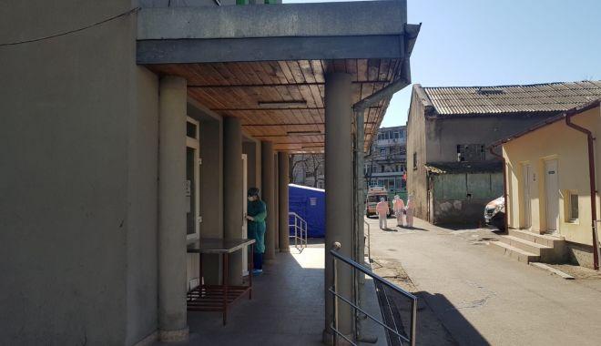 Foto: Autoritățile golesc spitalele de pacienții fără urgențe și fac loc pentru cei infectați