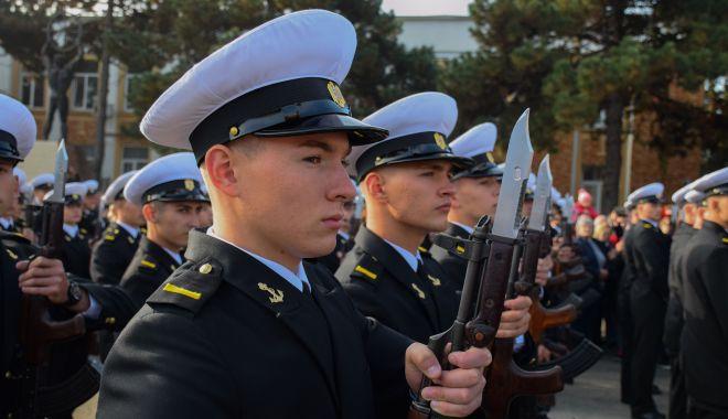 Foto: Tineri, frumoși și cu arma în mână! Copiii români, tot mai tentați de o carieră militară