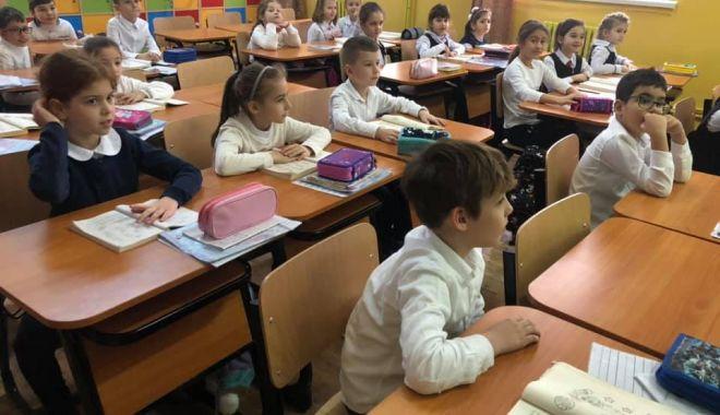 Foto: Goana după școala perfectă! Încep înscrierile la clasa pregătitoare