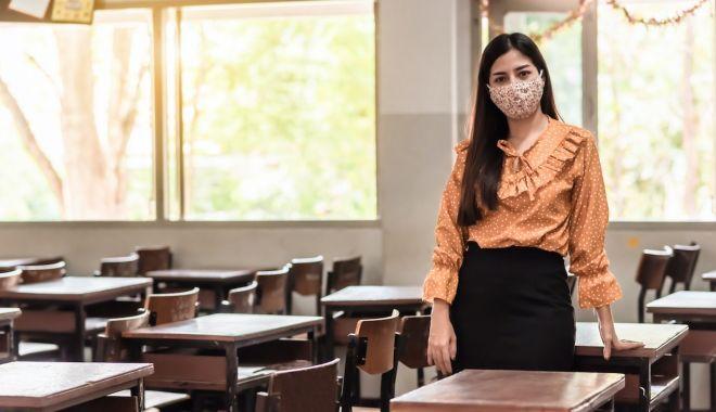 Incompetenţă sau intimitate? De ce nu vor profesorii să fie înregistrate cursurile online - fotofondincompetentasau2-1603899128.jpg