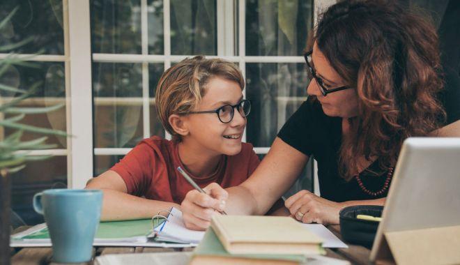 Anul şcolar 2020 - 2021, an de sacrificiu. Scade calitatea învăţării? - fotoprintfondandesacrificiu12-1605551379.jpg