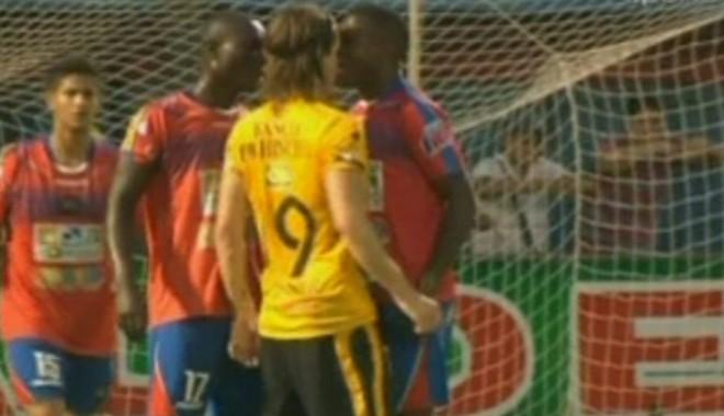Foto: VIDEO. Incident ȘOCANT la un meci de fotbal. ȘI-A MUȘCAT adversarul DE NAS!