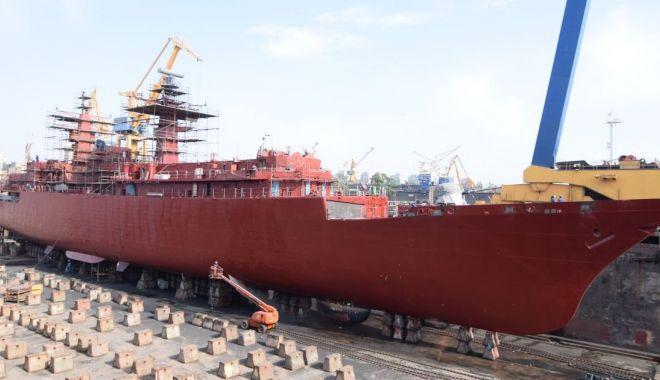 """Foto: Activități de întreținere pentru fregata """"Regele Ferdinand"""""""