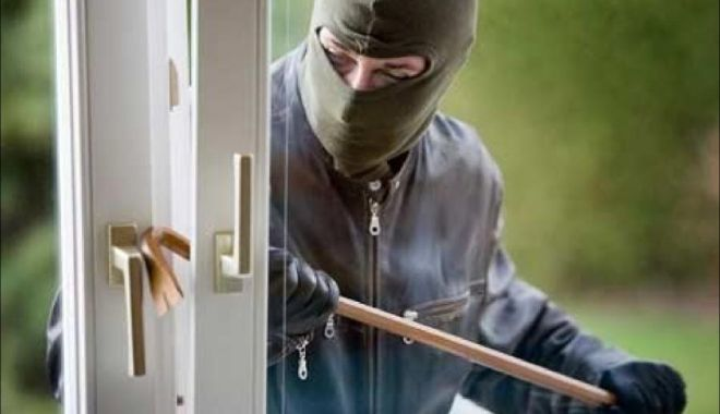 Tineri anchetați pentru furt: au jefuit o casă! - furtprinsi-1617895595.jpg