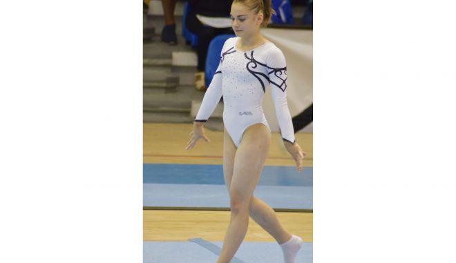 Gimnasta Maria Holbură continuă pregătirea la Bucureşti - gimnasta2-1620056167.jpg