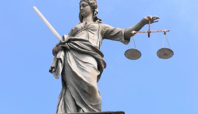 Hoții, soacrele, politicienii corupți și echipele de fotbal adverse intră sub protecția Codului Penal - hotiisoacrelepoliticieniicorupti-1613762288.jpg