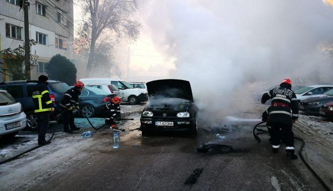 Galerie foto. Mașină în flăcări, la Constanța. Șoferul a suferit arsuri! - img20181201wa0000-1543646924.jpg