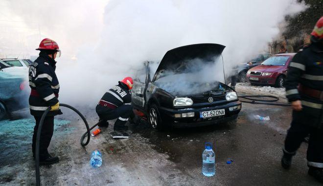 Foto: Galerie foto. Mașină în flăcări, la Constanța. Șoferul a suferit arsuri!