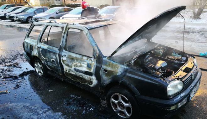 Galerie foto. Mașină în flăcări, la Constanța. Șoferul a suferit arsuri! - img20181201wa0003-1543646882.jpg