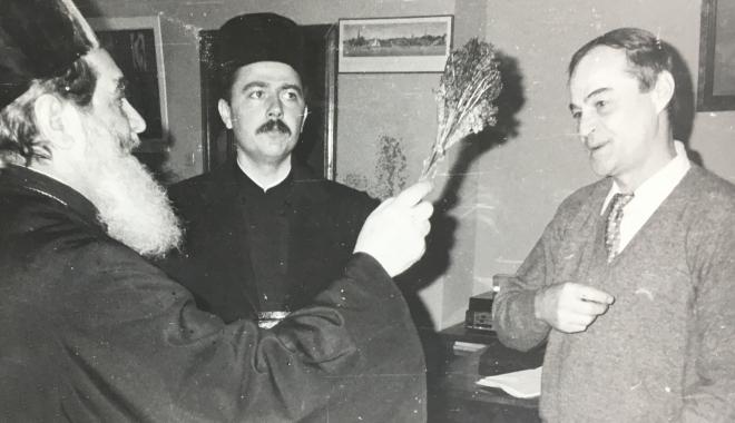 """Foto: Arhiva de Aur """"Cuget Liber"""". Biserică, politică, TV. Năstase, Neagoe și semnul crucii"""