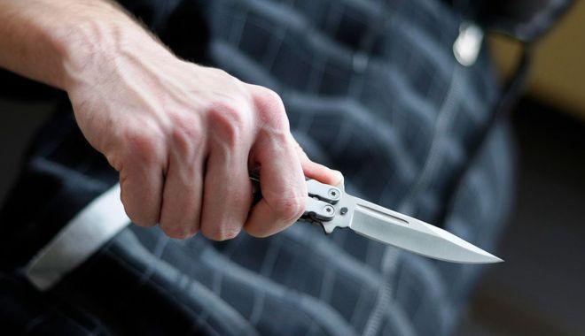 Înjunghiat în plină stradă, pentru un telefon mobil. Suspectul a fost arestat - injunghierenavodarisursaromaniat-1613067118.jpg