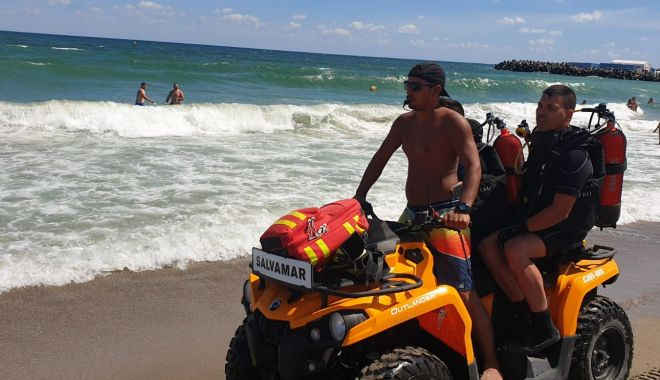 Foto: Intervenții la limită, pe litoral. Zeci de turiști, scoși din valuri, în ultima clipă