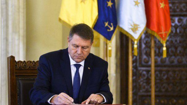 Foto: Legea privind pensia de urmaș pentru copiii militarilor căzuți la datorie, promulgată de șeful statului