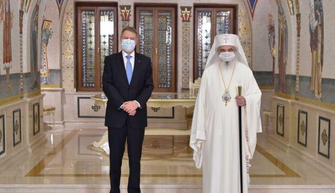 Patriarhul Daniel a fost decorat de preşedintele Klaus Iohannis - iuuuu-1626962751.jpg
