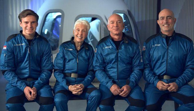 Jeff Bezos s-a lansat în spaţiu la bordul rachetei New Shepard - jeffbezos-1626782074.jpg