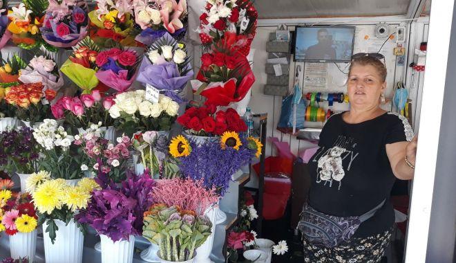 """Foto: Florăresele, la un pas de faliment! """"În prima zi de școală aveam încasări mari"""""""