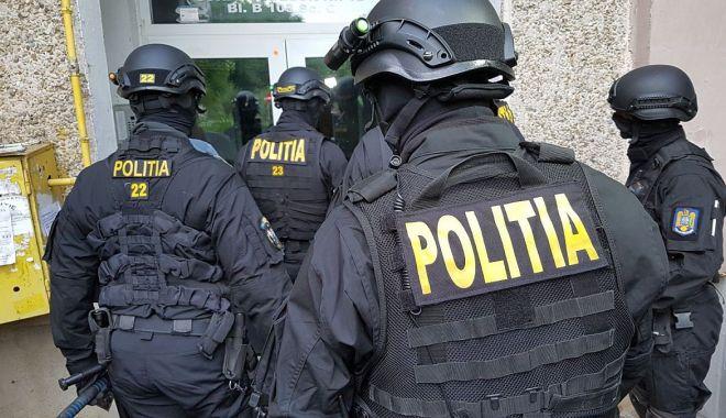"""Jumătate de zi la Poliție, pentru verificări. """"Este prea puțin!"""", strigă oamenii legii - jos-1619543830.jpg"""