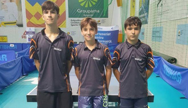 Foto: Jucătorii de tenis de masă de la CS Farul şi LPS, la Naţionalele de la Izvorani
