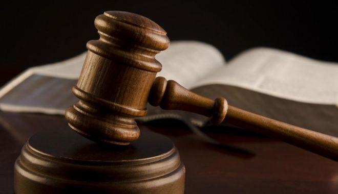 Bărbat condamnat la 8 ani de închisoare pentru furtul unor tablouri celebre - judecator-1632504375.jpg