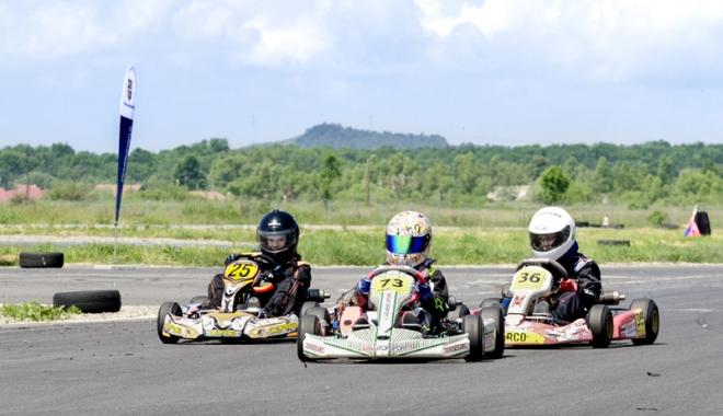 Foto: Gata de start, în etapa a lll-a a Campionatului Național de karting