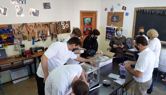 Liceul de Telecomunicaţii are un nou laborator de robotică - laboratorliceu1-1603812378.jpg