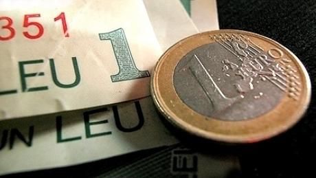 Foto: Euro cedat 0,05% în lupta cu leul