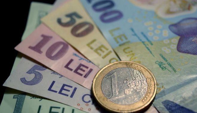 Euro a cedat 0,02% în lupta cu leul - leueuro-1610639189.jpg