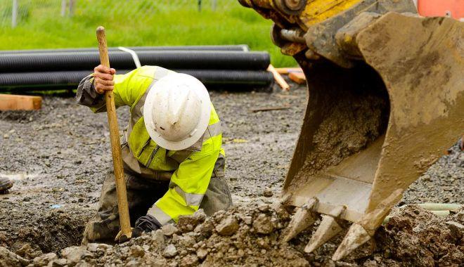 Muncitorii necalificaţi, la mare căutare - locuridemunca-1620148871.jpg