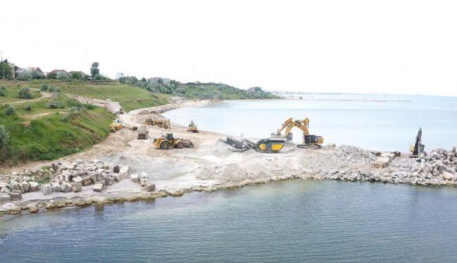GALERIE FOTO. Au început lucrările de stopare a eroziunii costiere, la Eforie - lucrari-1622793530.jpg