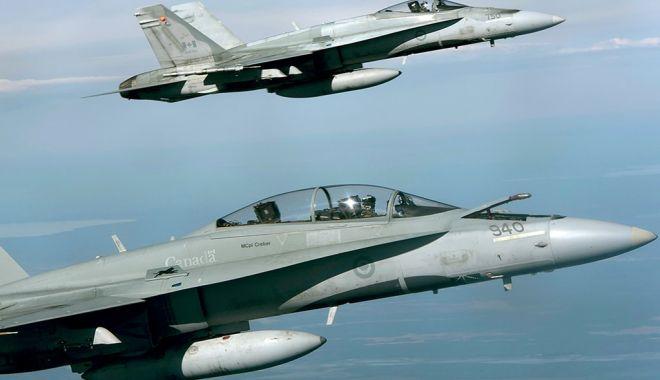 Foto: Mai multe avioane Hornet canadiene, aduse la baza aeriană Mihail Kogălniceanu