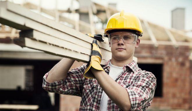 Mai multe locuri de muncă, disponibile în luna aprilie - maimultelocuri-1620237011.jpg