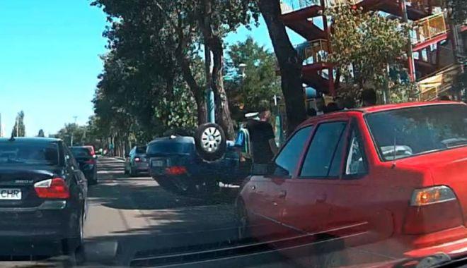 Accident în zona Aqua Magic / Maşină răsturnată şi izbită de un copac - masina-1626511838.jpg
