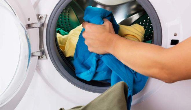 Un copil a murit după ce a rămas blocat în mașina de spălat - masinadespalat-1614068666.jpg