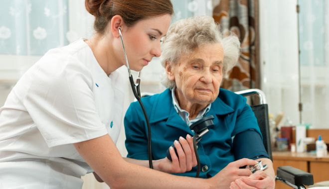 O nouă serie de bilete de tratament pentru pensionari - mediclabatranacasa-1623244635.jpg