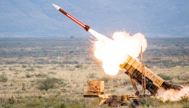 Foto: Echipamentele principale ale primului sistem de rachete sol-aer Patriot, la Capu Midia