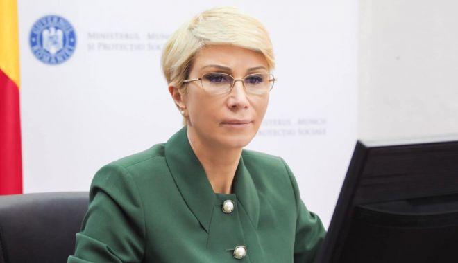 Ministrul Muncii, Raluca Turcan, în vizită la Şantierul Naval Constanţa - ministrul-1627306232.jpg