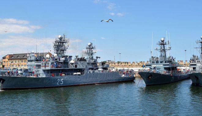 """Foto: Misiuni NATO în Marea Neagră. Dragorul maritim """"Locotenent Lupu Dinescu"""", la datorie"""