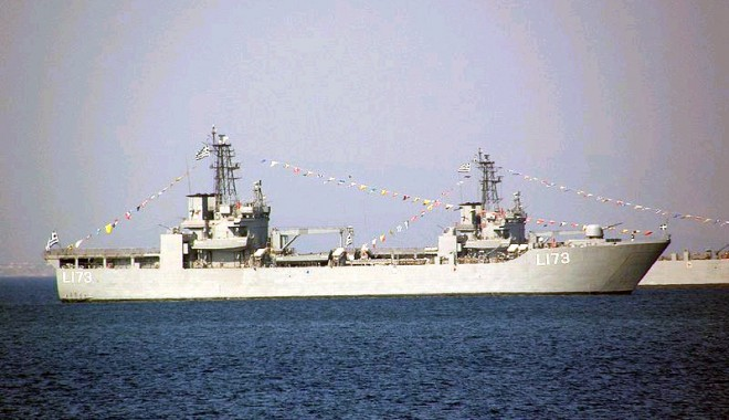 Pirații nigerieni au răpit echipajul unei nave grecești - navascoalagreciacopy1343566652-1369835414.jpg
