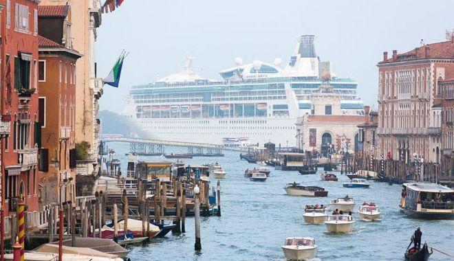 Navele mari de croazieră, interzise în Veneţia - navele-1626377075.jpg