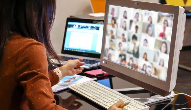 Hotărâre CNSU: Cursurile online în şcoli, prelungite până pe 7 februarie - onlineteachingbyeakrinrasadonyin-1610186210.jpg