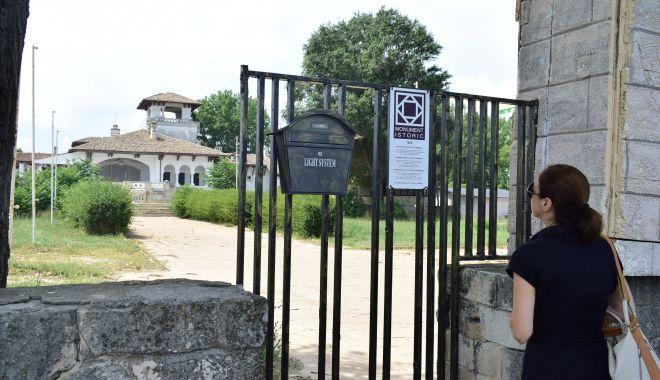 Istorie batjocorită, în Mamaia. Castelul regal, ferecat şi lăsat pradă ruinei - palatulregal12-1626378156.jpg