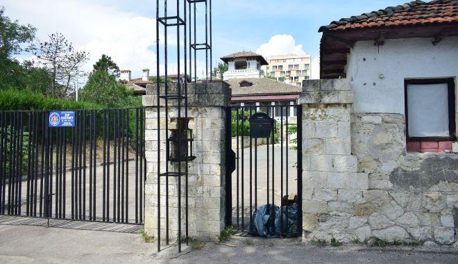 Istorie batjocorită, în Mamaia. Castelul regal, ferecat şi lăsat pradă ruinei - palatulregal6-1626378083.jpg