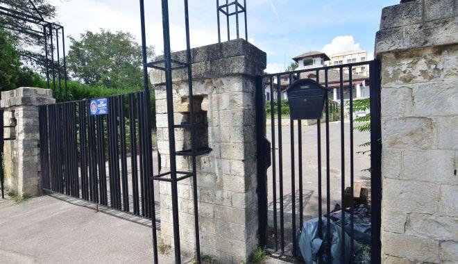 Istorie batjocorită, în Mamaia. Castelul regal, ferecat şi lăsat pradă ruinei - palatulregal7-1626378102.jpg