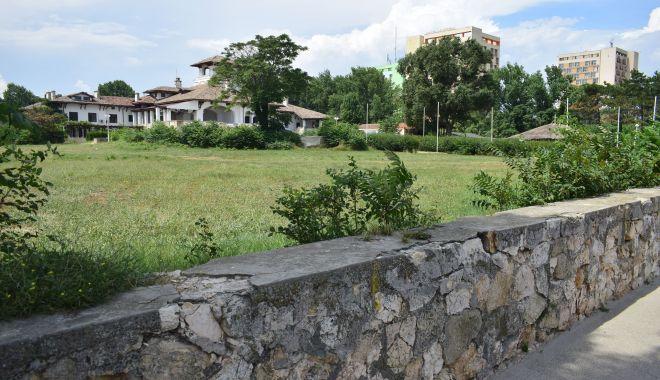 Istorie batjocorită, în Mamaia. Castelul regal, ferecat şi lăsat pradă ruinei - palatulregal9-1626378129.jpg