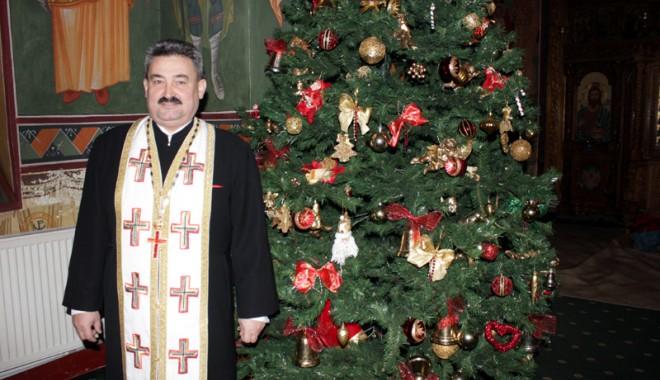 De vorbă cu părintele Marius Moșteanu, despre darurile Crăciunului - parintelemariusmosteanu-1387816228.jpg